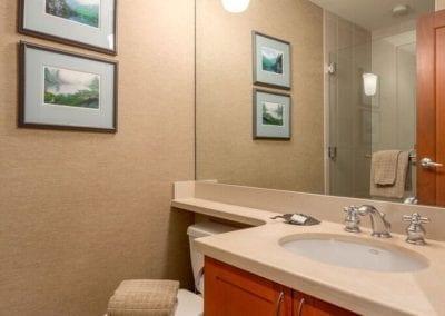 4860_hall_bathroom