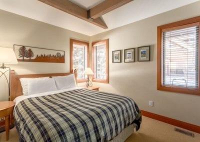 4860_queen_bedroom