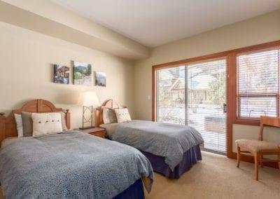 4860_twin_bedroom