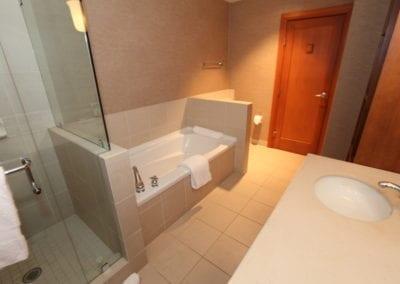 4872_hall_bathroom1_rs