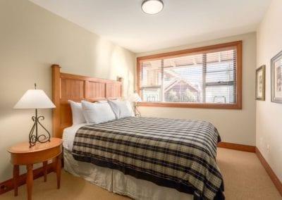 4872_queen_bedroom