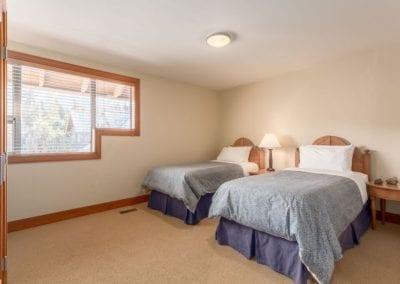 4872_twin_bedroom